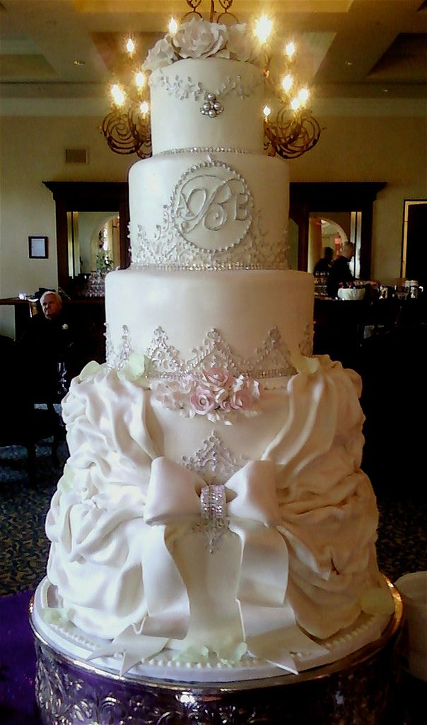 Victorian Ruffled Bow | Tiered wedding cake with Victorian d… | Flickr