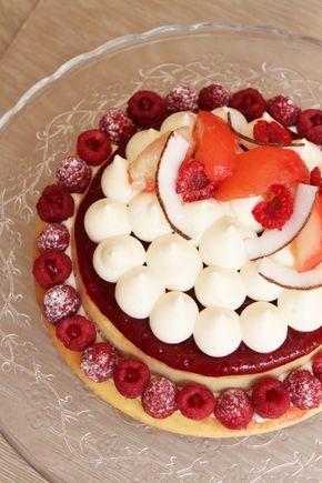 """Voici la recette de la tarte pêche, framboise coco de Yann Brys publiée dans """"Fou de pâtisserie"""" n°12."""