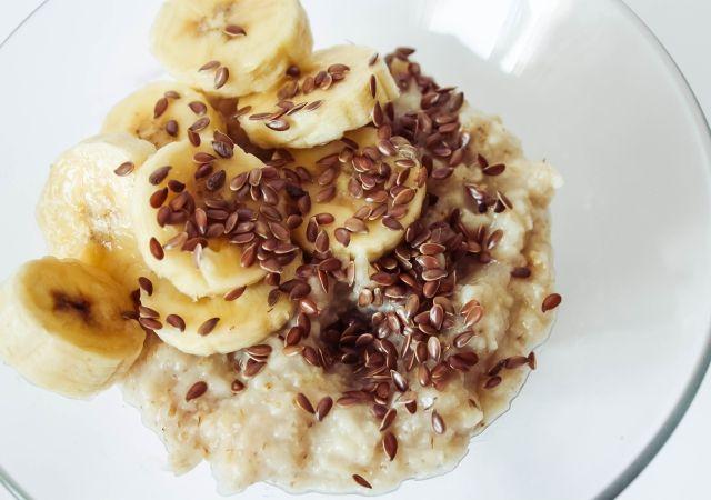 Breakfast: Banana & Flax Seed Oatmeal #food #foodblog #foodblogger #meal #mealidea #recipe #oatmeal #breakfast #fruit