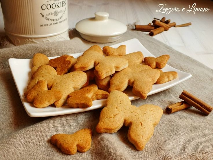 Questi biscotti alla cannella sono dei golosi frollini preparati senza uova. Ottimi a colazione, a merenda o per accompagnare un tè e facilissimi da fare.
