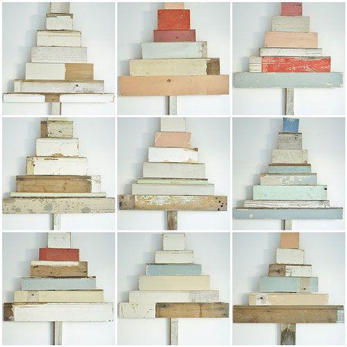 alberi di natale fatti con tavole di legno reciclate