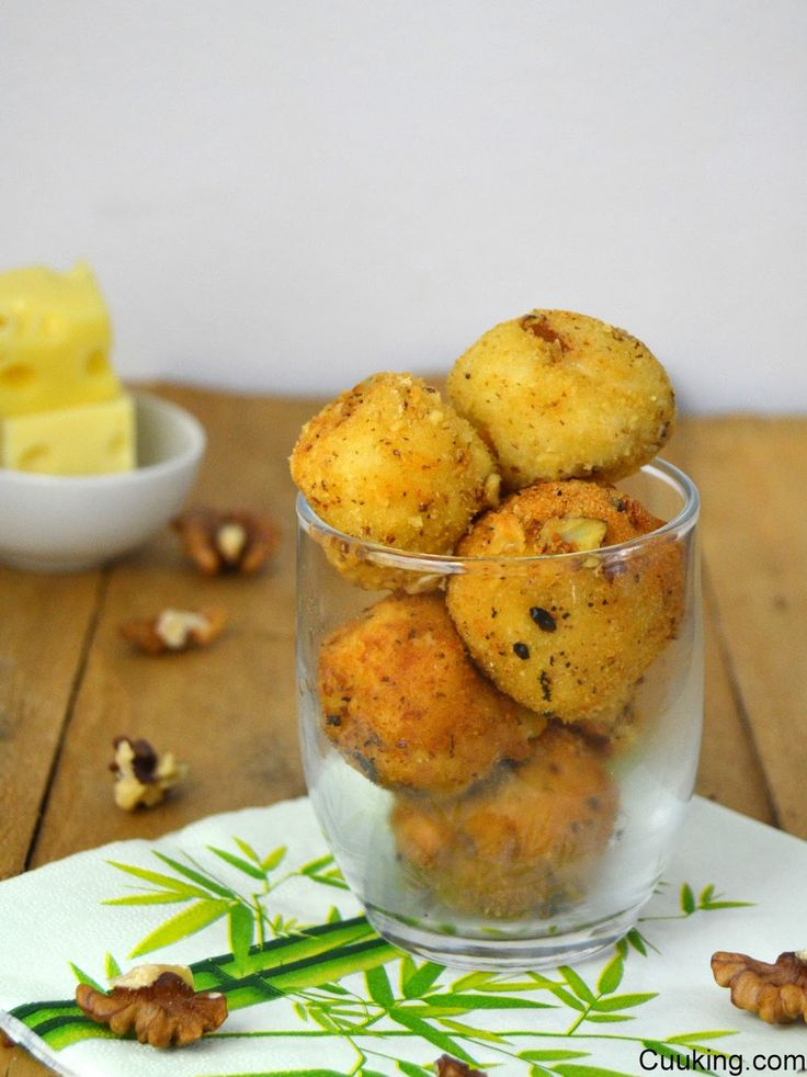 Croquetas de quesos y nueces // cheese and wallnuts croquettes