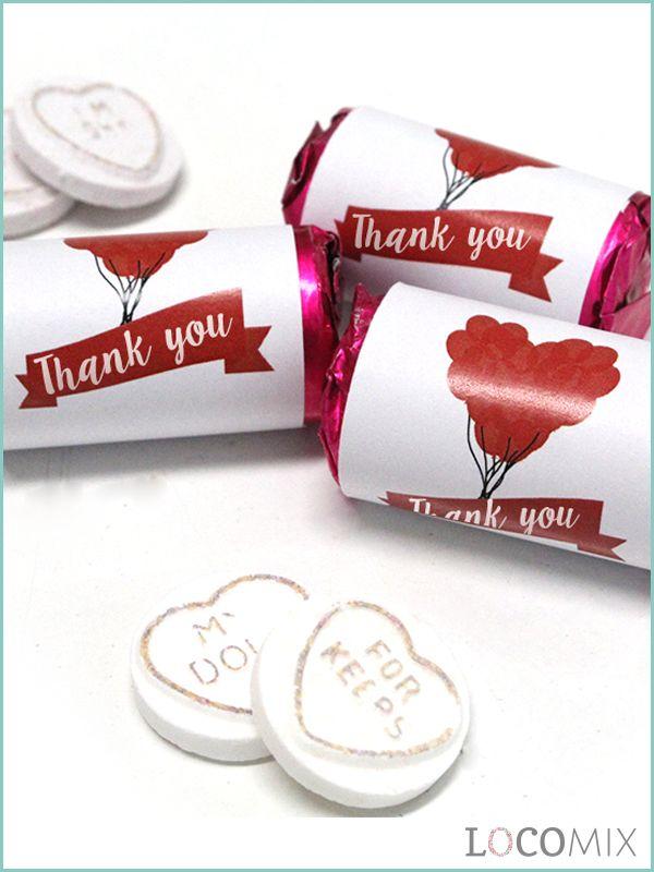 Vier jullie liefde met de LoveSweets! Deze zoete bedankjes hebben standaard een roze wikkel. Maar natuurlijk kunnen jullie bij Bedankjes.nu een eigen ontwikkel ontwerpen die hier overheen wordt geplaatst. Op deze manier geven jullie hele unieke bedankjes weg waar jullie gasten zeker blij van worden. Als jullie op zoek zijn naar een tof betaalbaar bedankje zijn de LoveSweets perfect!