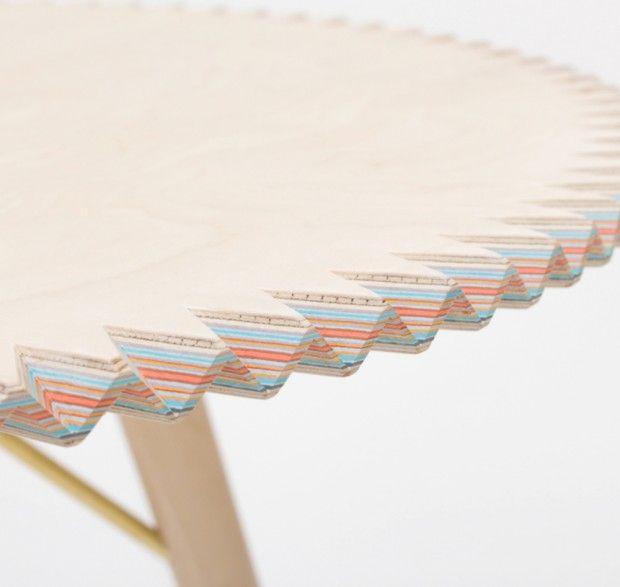 Breaking Surface, table composée de bois et de 65 couches de papier par Sophie Hardy - Journal du Design