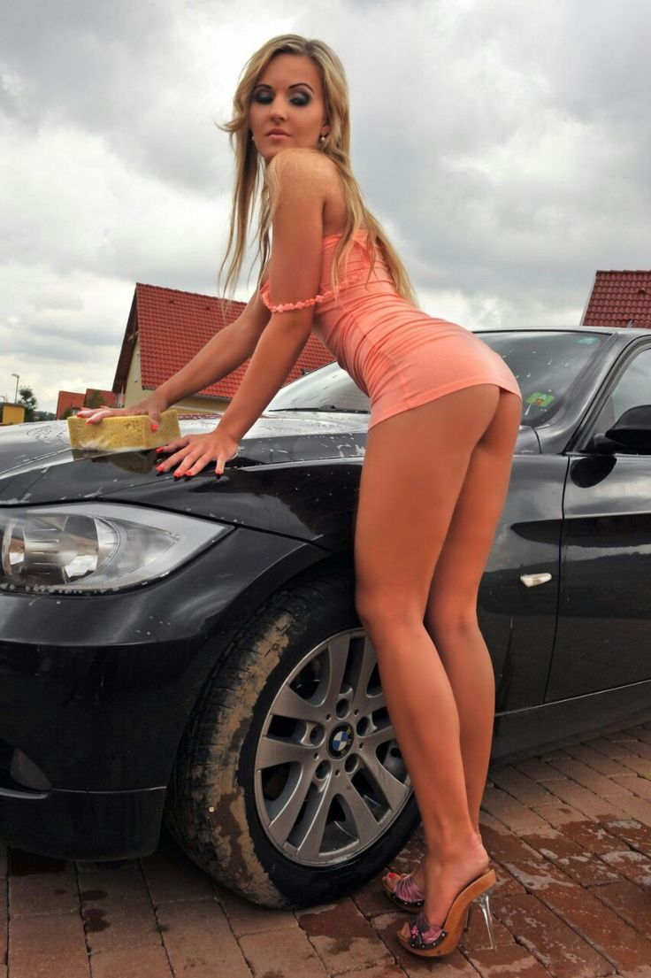 amateur-topless-girls-and-cars