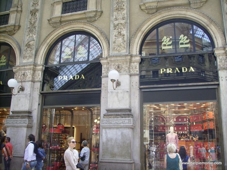 Prada showroom in famous Milan gallery. La dolce vita teastes even better doing shopping in such places... ;)
