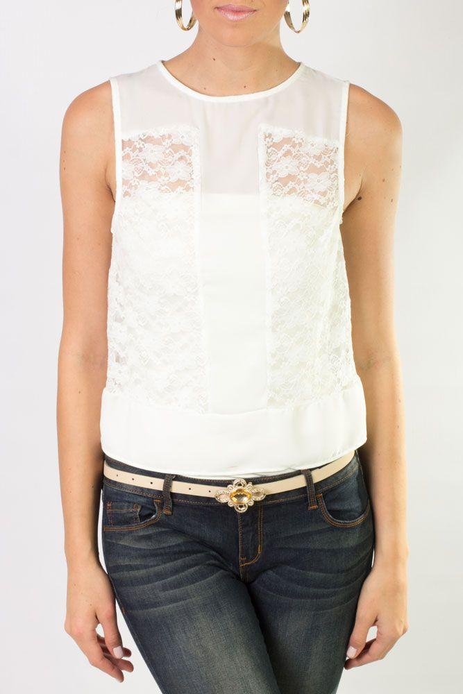 Blusa blanca sin mangas de cuello redondo y sin escote con una ligeras transparencias que te hará ver seductora.