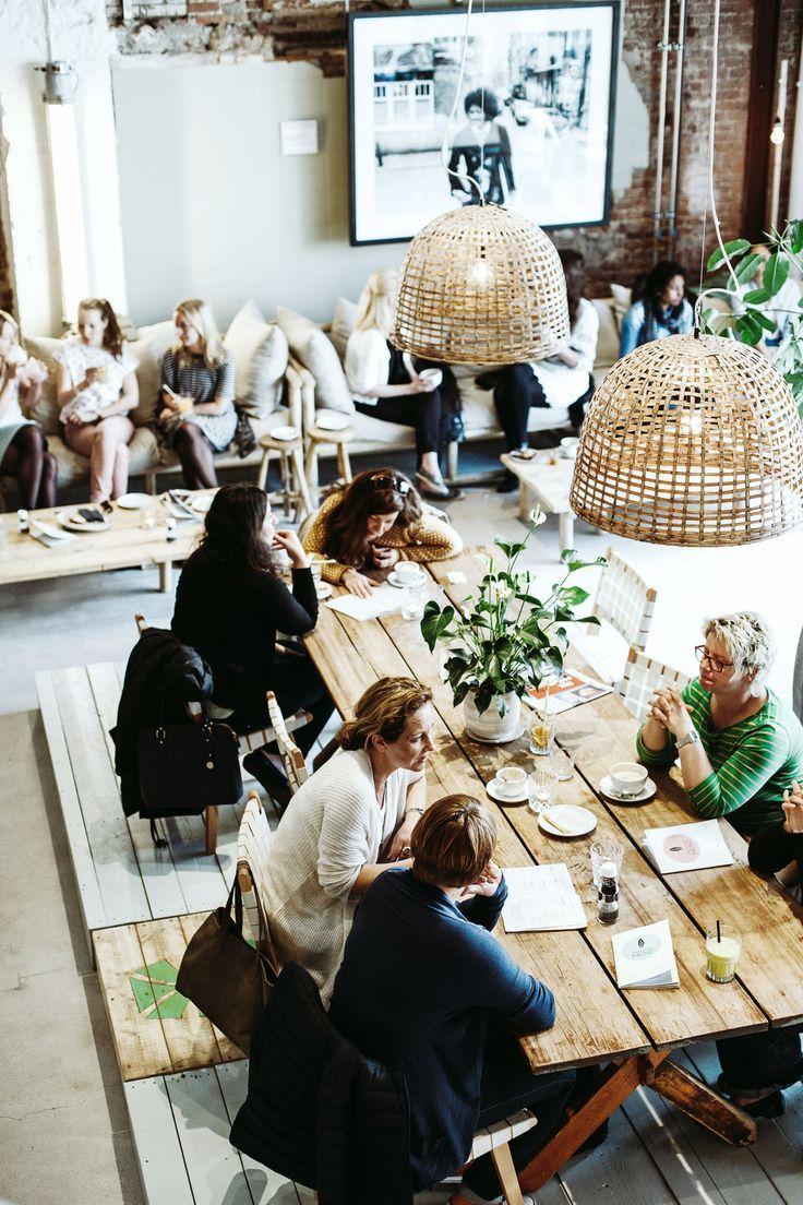 Restaurant & eetcafe inspiratie   lange eettafels & zitbanken voor verschillende... - http://centophobe.com/restaurant-eetcafe-inspiratie-lange-eettafels-zitbanken-voor-verschillende/ -
