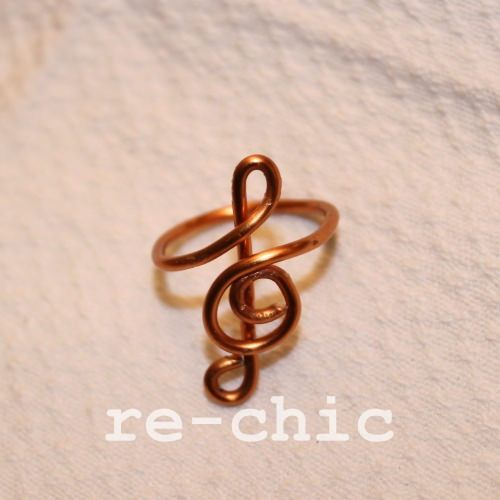 Treble clef copper wire ring | Anello in rame con chiave di violino