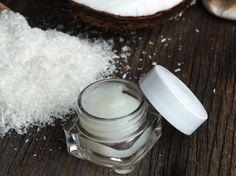 Mit Kokosöl die Zähne putzen - so pflegst du deine Zähne ganz natürlich