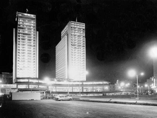 Centro Simon Bolivar Autor/es y fechas de nacimiento/muerte: arquitecto Cipriano J. Dominguez (Caracas,1904 - 1995) Ciudad/Lugar:  Avenida Bolivar, Caracas, Distrito Capital Ano: proyecto and construccion: 1942-1957