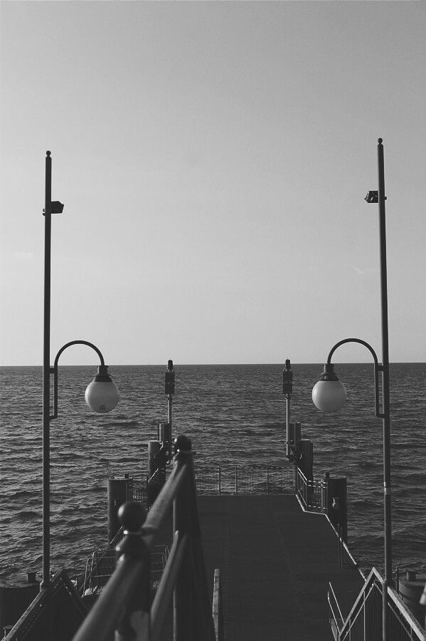 Międzyzdroje w Województwo zachodniopomorskie Molo, Międzyzdroje, summer, black and white photo, photography