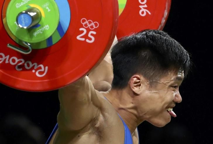 OLYMPICS-RIO-WEIGHTLIFTING-M-77KG 2016 Rio Olympics - Weightlifting - Final - Men's 77kg - Riocentro - Pavilion 2 - Rio de Janeiro, Brazil - 10/08/2016. Lu Xiaojun (CHN) of China competes. REUTERS/Yves Herman