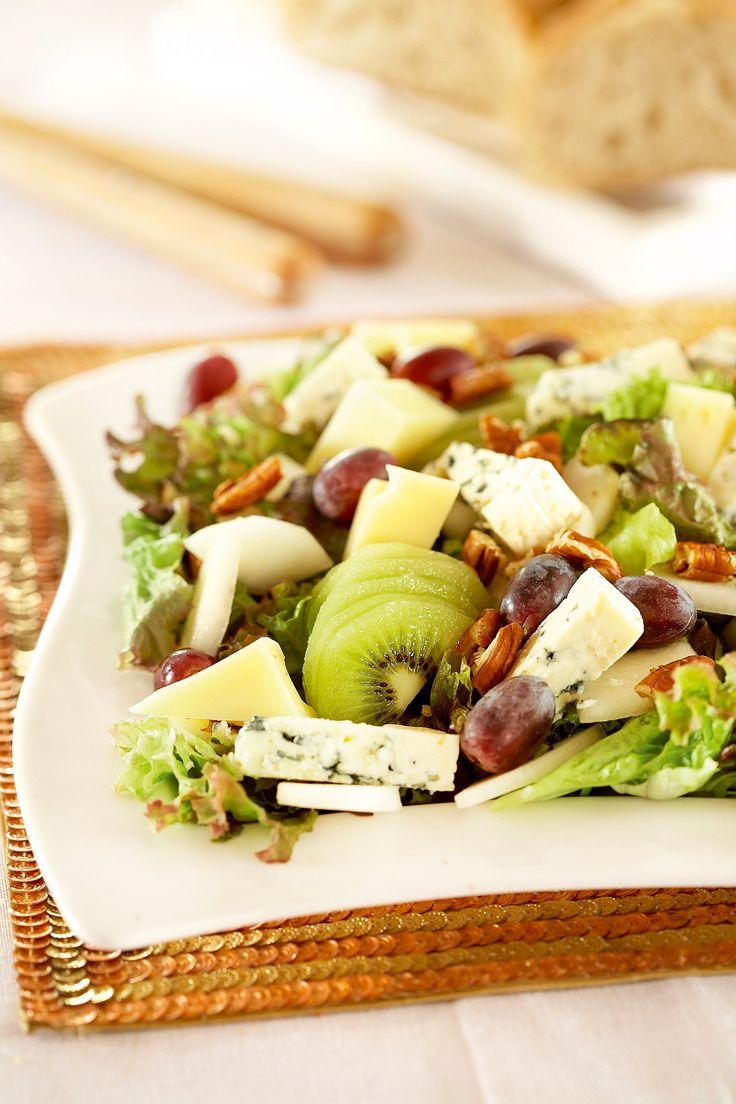 Hedelmä-juustosalaatti