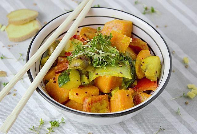 India staat bekend om zijn heerlijke vegetarische gerechten. Zelf curry maken is helemaal niet moeilijk. Deze groentecurry is daar het bewijs van.