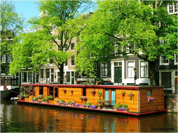 die besten 25 houseboat amsterdam ideen auf pinterest hausboote hausboot wohnen und kanalboot. Black Bedroom Furniture Sets. Home Design Ideas