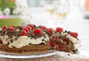 Rugbrødslagkage med hindbær