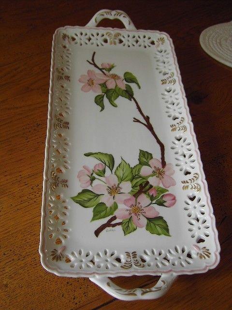 Tác na pečivo * zdobený mléčný porcelán s malovanými šípkovými růžemi