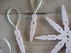 wasknijper hangers voor in de kerstboom met tutorial op jodymaakt.blogspot.com