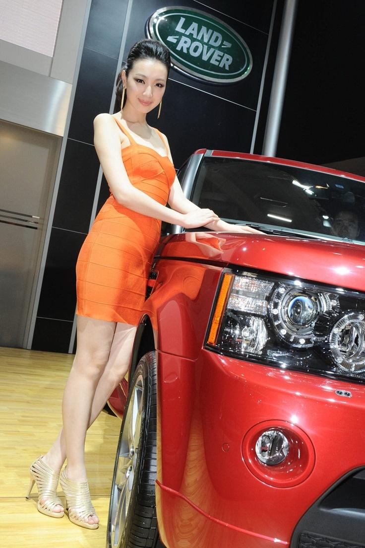 Meet the ladies of 2012 beijing motor show 2012 beijing motor show land rover booth model