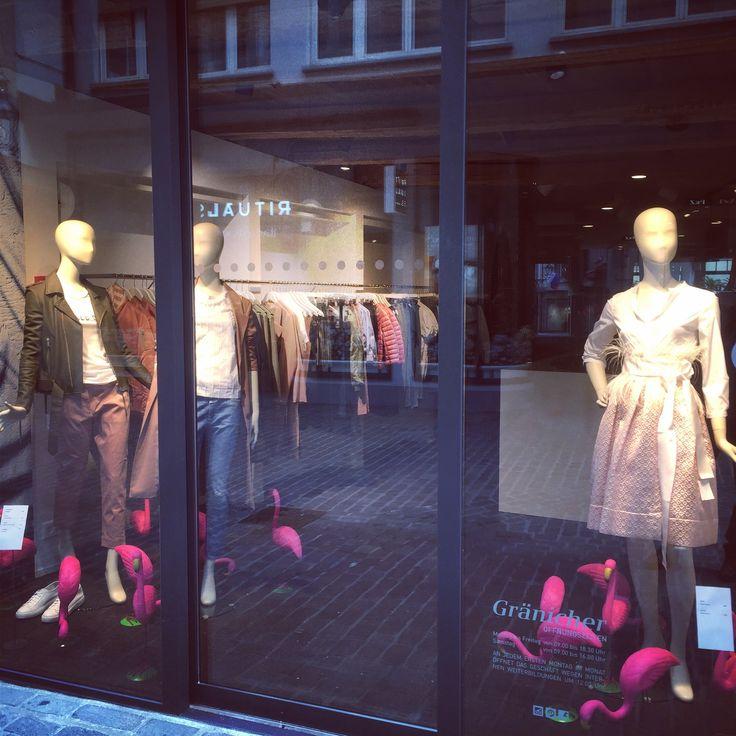 Frisch renovierter Modeladen in Luzern. Gränicher urban fashion mit tollen Schaufenstern