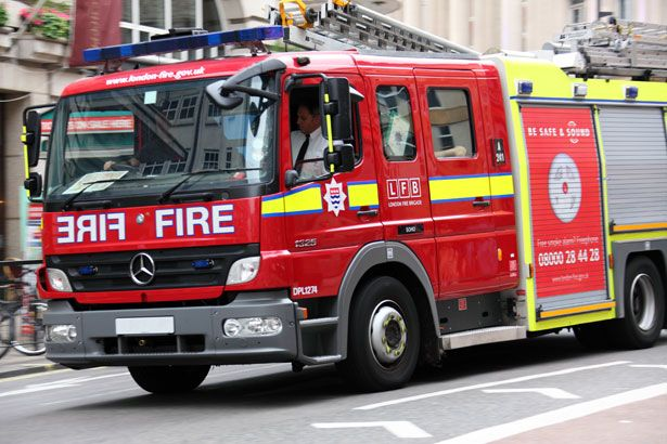 Google Image Result for http://www.publicdomainpictures.net/pictures/10000/nahled/fire-engine-871280326504HXka.jpg