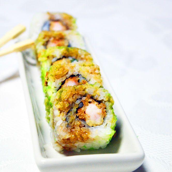 Sciacquare il riso per sushi finchè l'acqua non è perfettamente limpida, quindi occorre eliminare l'amido; metterlo in una pentola antiaderente e coprirlo d'acqua fredda.La proporzione è di 100 ml per ogni 100 gr. di riso.Farlo cuocere a fu...