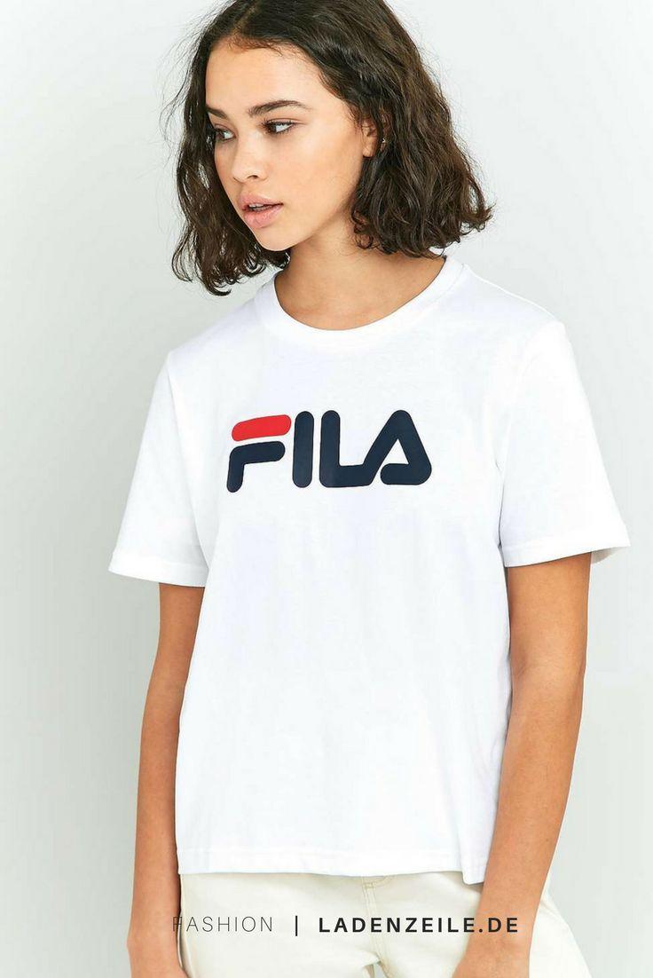http://www.ladenzeile.de/detail/687336188/?utm_medium=social&utm_source=pinterest_org&utm_campaign=test1&utm_content=1017_all____test1&utm=dynamic Mit diesem Logo-T-Shirt von Fila wirst du dich zu Recht supercool fühlen. Das bis knapp über die Jeans reichende Modell wird deiner T-Shirt-Sammlung dank des Rundhalsausschnitts, der kurzen Ärmel und des Logoschriftzugs auf der Brust eine klassische Note verleihen.