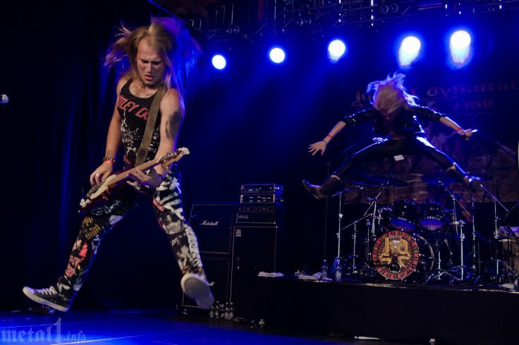 KISSIN DYNAMITE heavy metal concert gd