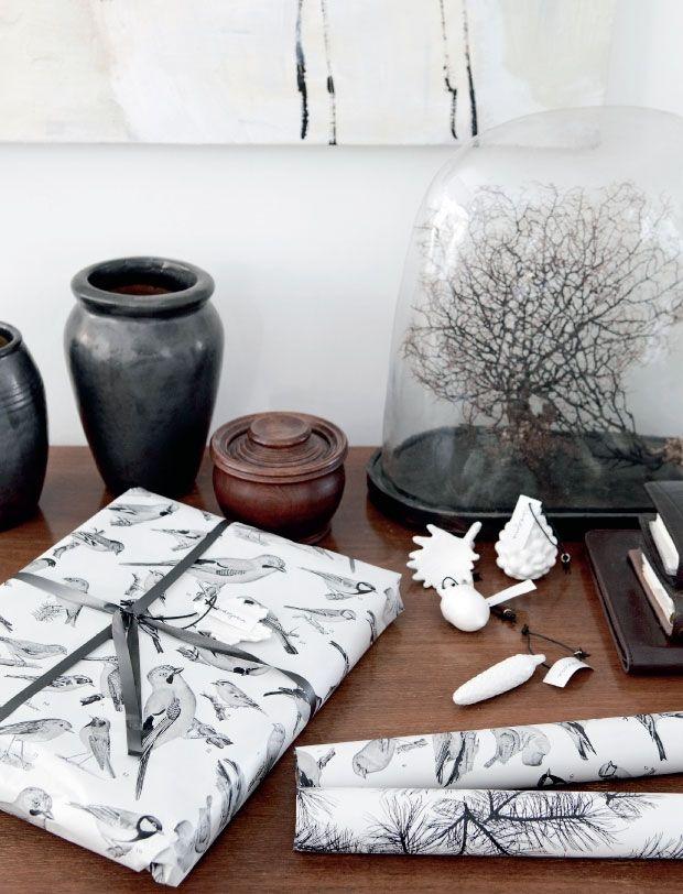 En kreativ åre og et stykke sælskind var startskuddet til, at de to kollegaer og veninder Janne Butina og Henriette Bach startede firmaet Nordstjerne, som har givet dem succes med deres nordiske julepynt i naturmaterialer som sælskind, træ, marmor og porcelæn. Se, hvordan Janne personligt pynter op til jul med referencer til naturen både ude og inde.