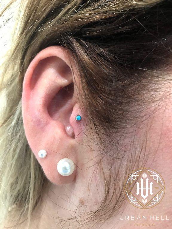 Piercing tragus con cabochon turquesa de neometal  #Piercing #PiercingOreja  #PiercingTragus #Tragus #Neometal #PiercingEar #PerforacionOreja