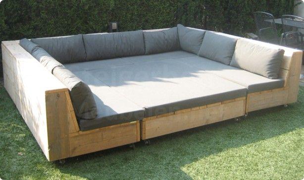 Heerlijk steigerhouten loungebank met verschuifbaar tussenstuk #tuin…
