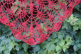 Lila berry 2.0 - free triangular crochet pineapple shawl pattern by Kristin Omdahl. 4ply.
