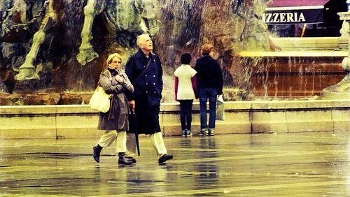 deux sous la pluie