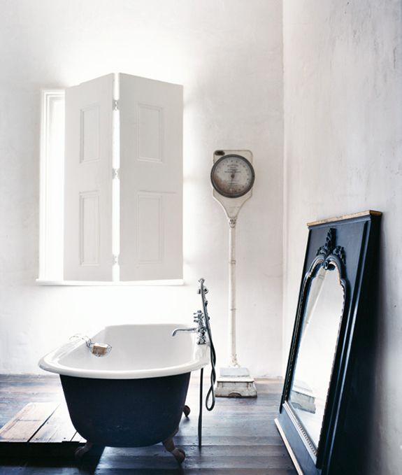 Ook zwart-wit kan in de badkamer heel mooi zijn. Op Thestylebox een aantal inspirerende beelden voor bij jou thuis!
