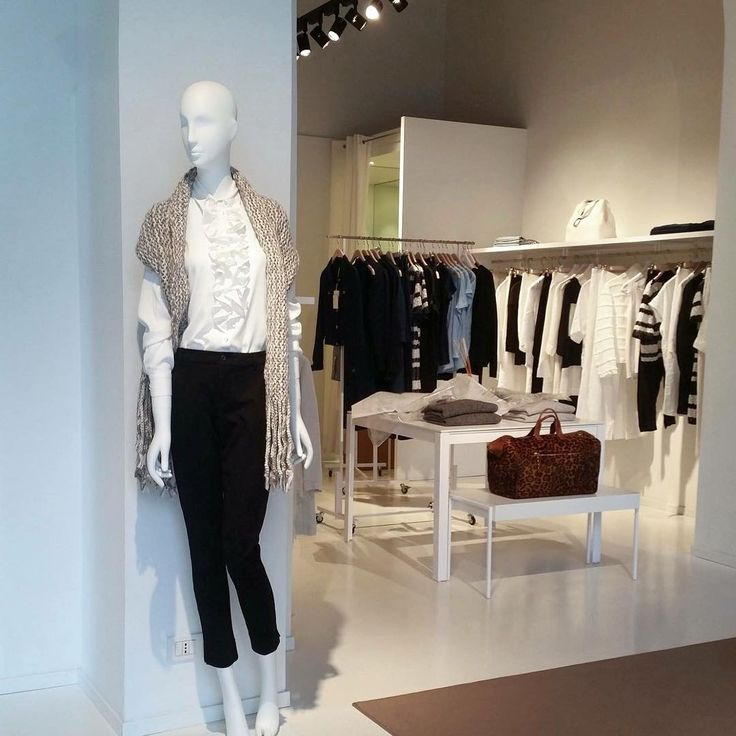 Outfit ideas from the Store! Via Pontaccio, 19 Milano Corso Garibaldi-ang. via Marsala,13 Milano #120percento #newcollection #outfit #outfitoftheday #inspiration #trend #womanswear #design #store #shopping #milano #linen #cashmere #120 #120cashmere #white #rouches #pants #elegant