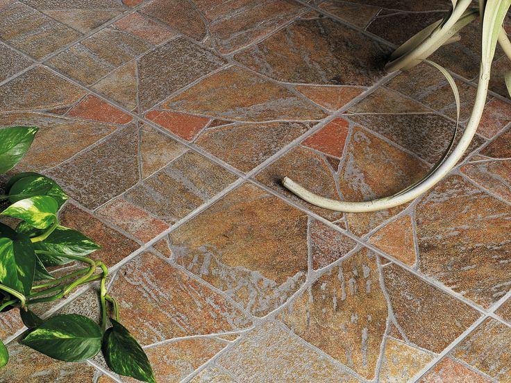 Una collezione liberamente ispirata alle pavimentazioni stradali che solcavano l'antica Roma. Proprio come quei camminamenti realizzati con migliaia di elementi in pietra naturale, Palladiana di Ceramica Rondine ripropone un effetto composito, che crea un piacevole effetto di movimento materico.