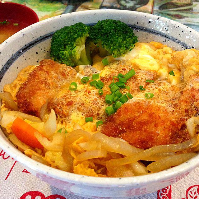 Japanese Style Chicken Cutlet On Rice Recipe (Oyako Don) - coasterkitchen - Dayre