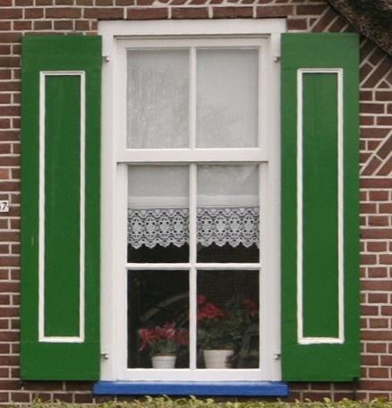Groene luiken Green windowshields