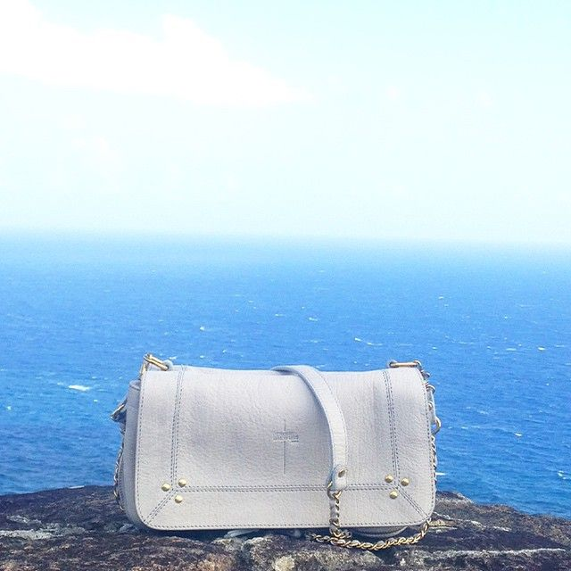 Bobi已經請好假要陪你去法國的蔚藍海岸度過這個夏天了,還等什麼呢?