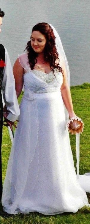 Hennie De Beer Size 16 Second-Hand Wedding Dress | Still White New Zealand