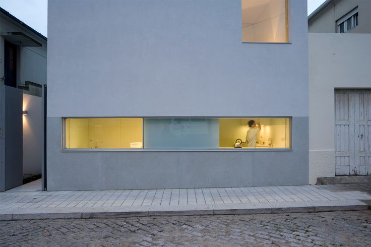 Image 1 of 13 from gallery of House in Porto / Paula Santos. Photograph by Luís Ferreira Alves