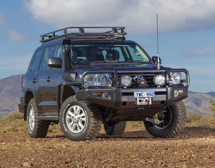 2012 toyota landcruiser 200 series kitted out with 4x4 accessories my favourite cars bikes. Black Bedroom Furniture Sets. Home Design Ideas