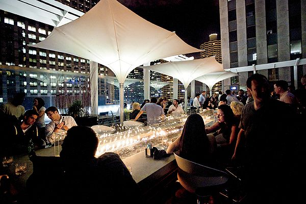 ROOFTOP BARS. See a roundup of top rooftop bars for summer relaxin' from @Leslie Lippi Lippi Mallman magazine. Summer in Chicago. Things to do in Chicago in summer. #ChicagoSummer