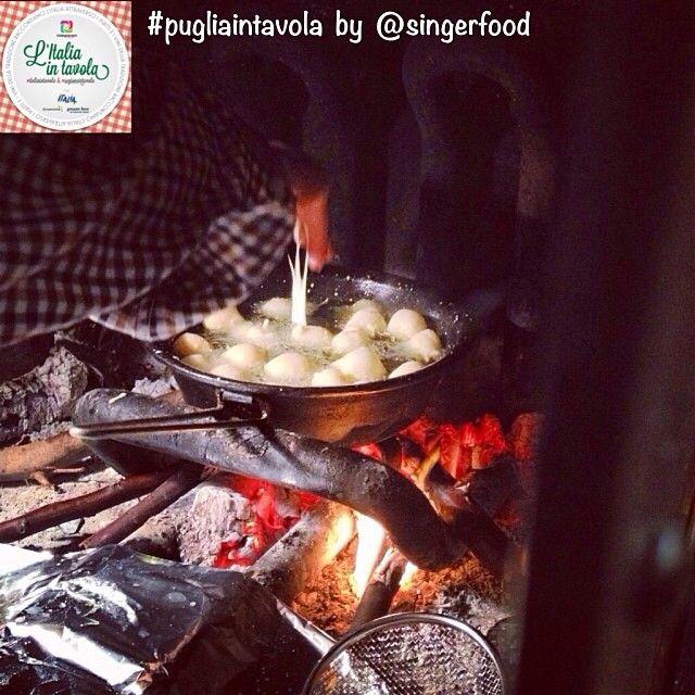 In #Puglia, quando si friggono le '#Pettole', il cuore si scalda #italiaintavola #pugliaintavola #italianfood #italy