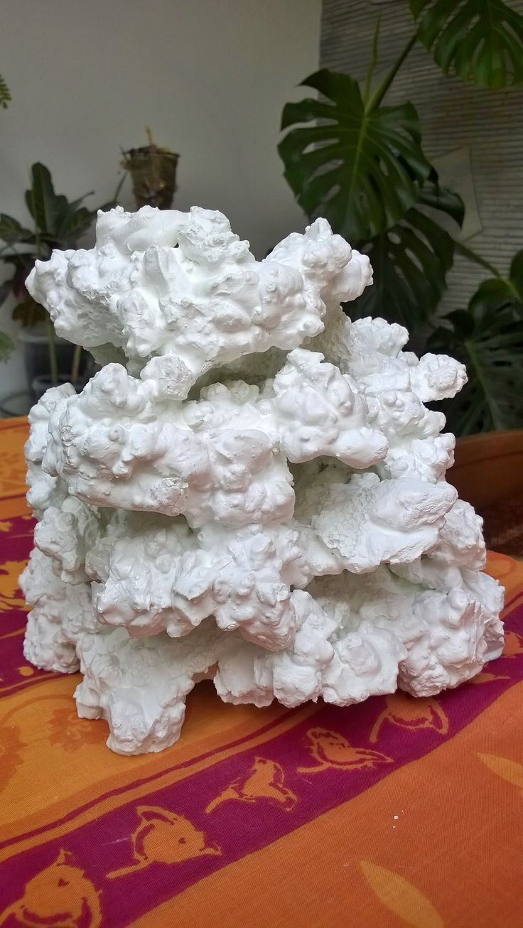 Грот рифовый в аквариум. Белый цемент. Изготовление на заказ.