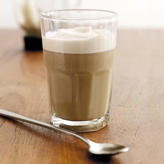Här hittar du ett läckert recept på Is-latte frappé. Botanisera bland massor med recept, tips och inspiration.