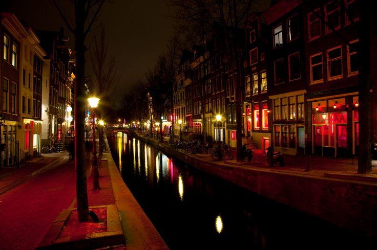 Buche Amsterdams berühmteste Kneipenbummel und feiere wie noch nie. Dieser Rundgang bietet die beste Möglichkeit die Stadt und die zahlreichen Bars und Nachtclubs kennenzulernen. Treffe andere Reisende und teilen Geschichten bei einem Drink oder zwei.