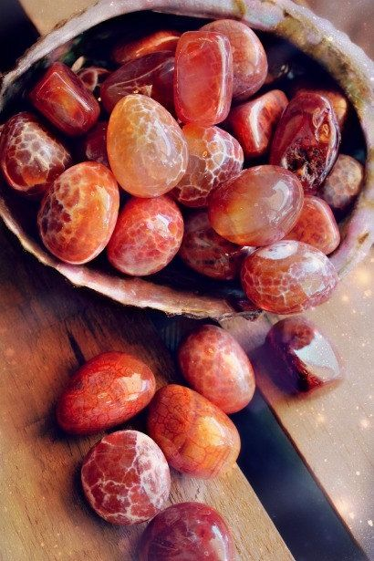 newmoongoddess:  One of my personal favourite high energy stones. Fire agate is rare and protective, sending any bad energy attack on you, back to sender… Nice eh?! Everyone needs ones of these bad boys in their pocket! Find them here—> The love tree.