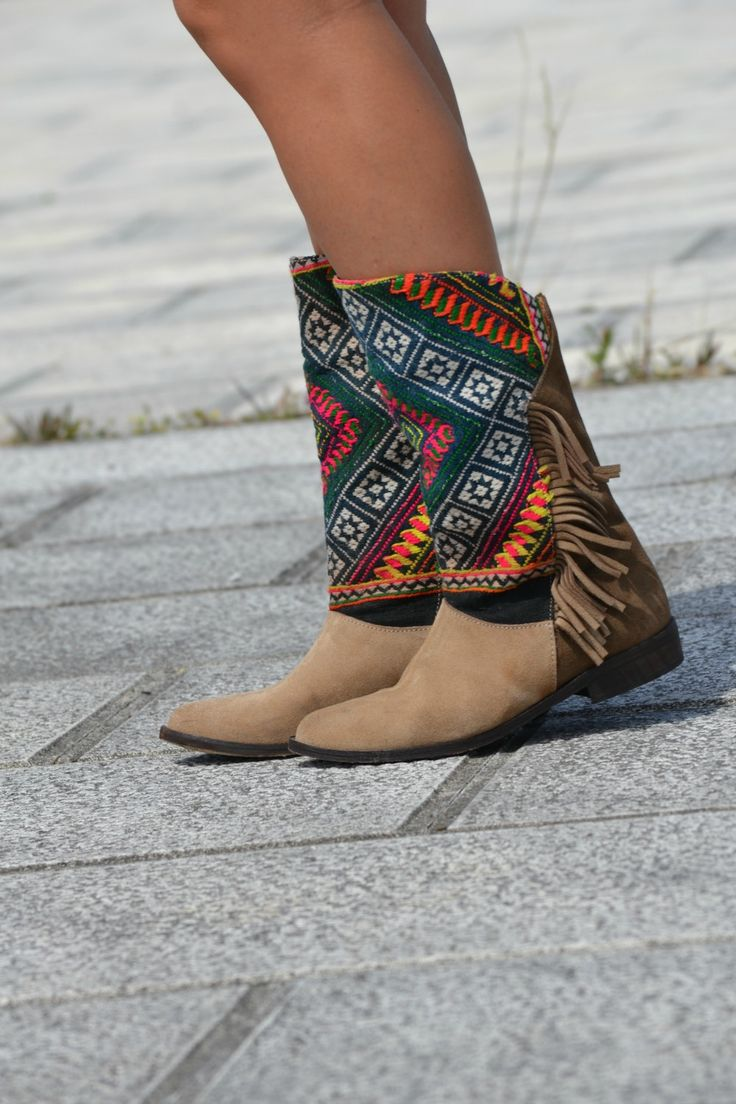 Bohemian fringed suede boots. Rad.